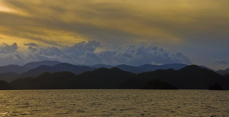 Sunset_int_he_Gulf_of_Nicoya_1_by_otas32
